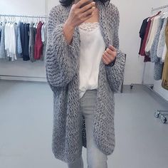 Hello Monday, hello lovely look!! Style of this week #carlalafashion #love #style #kirobykim #chunky #knitting #handmade #goldhawk #silktops #haveaniceday #withlove