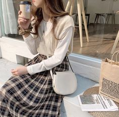 Find images and videos about coffee, brown and beige on We Heart It - the app to get lost in what you love. Style Ulzzang, Ulzzang Fashion, 80s Fashion, Cute Fashion, Asian Fashion, Modest Fashion, Girl Fashion, Fashion Outfits, Vintage Fashion