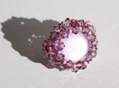 Bague rose réalisée en perles de cristal de Swarovski : Bague par lesbijouxdunibou