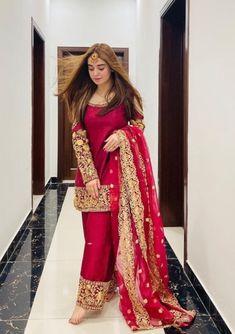 Beautiful Pakistani Dresses, Pakistani Formal Dresses, Indian Gowns Dresses, Indian Fashion Dresses, Indian Designer Outfits, Shadi Dresses, Pakistani Fashion Party Wear, Pakistani Wedding Outfits, Pakistani Bridal Dresses
