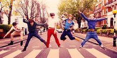WHY HAVENT I SEEN THIS? IVE SEEN THEM WALK ACROSS BUT JUMPING IS A WHOLE NEW LEVEL OF FEELS