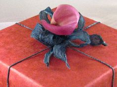 Google Image Result for http://www.fushionmag.com/wp-content/uploads/2008/11/green-gift-wrapping.jpg