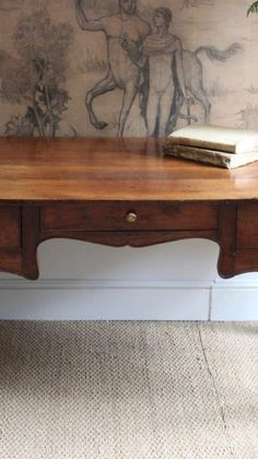 A N Wallpaper, Antique Desk, French Country, Entryway Tables, Antiques, Interior Ideas, Diy, Furniture, Bedroom