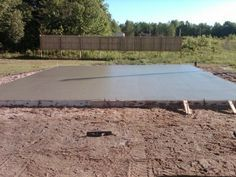 Pouring A Concrete Slab: How To Pour A Concrete Slab From Start To Finish: 25 length X 18 ft is 150 cubic feet or cubic yards or cubic meters if pre-mixed concrete*, it is lbs or kgs if 60 lbs per bag, it is 333 bags if 80 lbs per bag, it is 249 bags Concrete Patios, Concrete Pad, Concrete Projects, Outdoor Projects, Home Projects, Pouring Concrete Slab, Steel Framing, Pool Diy, Beton Diy