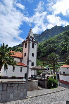 Seks oplevelser på Madeira for flere temperamenter - via Berlingske 28.02.2015   Den portugisiske vulkanø 500 km vest for Marokko er især kendt for sine blomster, for sine vandreruter langs vandingskanalerne, og for sit fyrværkeri nytårsaften.