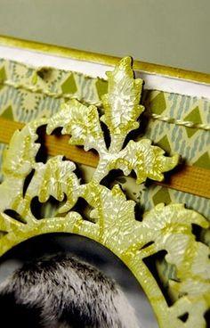 ramka pomalowana tuszem białym z odbitym wzorem odbitym tuszem w kolorze siena, całość pokryta preparatem Crackle Accents Siena, Scrapbooking, Home Decor, Decoration Home, Room Decor, Scrapbooks, Home Interior Design, Memory Books, Scrapbook