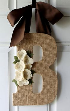 Fun Things to do with Burlap Monogram Burlap Door Hanger - love this idea. the flowers could be swapped out for seasonal embellishments.Monogram Burlap Door Hanger - love this idea. the flowers could be swapped out for seasonal embellishments. Burlap Projects, Burlap Crafts, Diy Projects To Try, Craft Projects, Craft Ideas, Cute Crafts, Door Hangers, Twine, Diy Gifts
