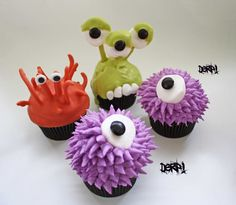 Watch out. they're easy to make so they multiply quickly. If you bake a batch of 24 cupcakes in dark brown or black Halloween baking paper. Halloween Cupcakes, Halloween Treats, Halloween Stuff, Spooky Treats, Halloween Goodies, Spooky Halloween, Monster Birthday Parties, Monster Party, Birthday Ideas