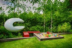 pískoviště / Zahrada s červenou lavicí | Atelier Flera