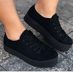 Here in comments Perfect combination … Crazy Shoes, New Shoes, Me Too Shoes, Cute Sneakers, Shoes Sneakers, Trendy Shoes, Casual Shoes, Basket Vintage, Sneakers Fashion