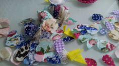 Luxo de Lixo Arte e Criação  Reaproveitando sobras de tecidos de cartonagem em asinhas de passarinhos...=)