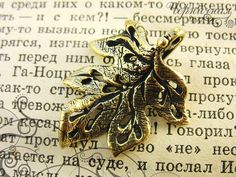 Art nouveau leaf, antique brass L2021. Anna Bronze, jewelry findings, handmade pendant, leaves by AnnaBronze on Etsy