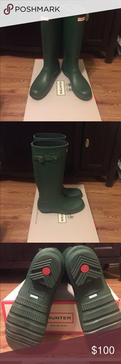 "Hunter Original Tall Rainboots New condition Hunter Original Rain Boots worn only once. No signs of wear. Let it rain, let it pour, these waterproof rubber essentials will keep you dry through it all. During certain conditions, this wax can be brought to the surface giving the boots a white, cloudy look known as ""blooming"". It does this to protect the rubber from drying out. This is a natural characteristic of the boot, not a defect, and can be wiped off with a damp cloth. Box included…"