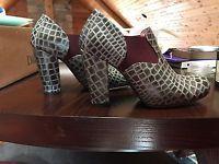 Vintage John Fluevog U Family Melania grey/purple size 9 (feels like 8.5)
