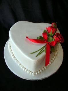 a heart mini cake....