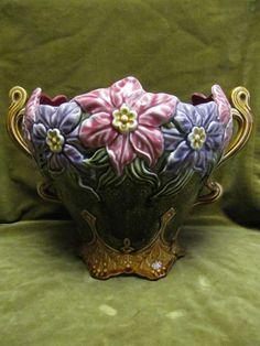 beau cache pot barbotine jonquilles Onnaing 721 (majolica onnaing flowerpot)