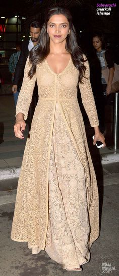 Deepika Padukone in Sabyasachi anarkali lehenga.wld b bttr with pink or red lehenga. Deepika Padukone wearing a cream white designer anarkali. Mode Bollywood, Bollywood Fashion, Bollywood Saree, Indian Attire, Indian Wear, Pakistani Outfits, Indian Outfits, Anarkali Lehenga, Floral Lehenga