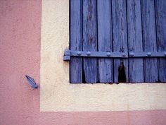perhaps cause I love the colors of South France on windows. Coin, Garage Doors, Walls, Windows, France, Colors, Outdoor Decor, House, Home Decor