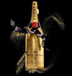 Moët & Chandon is offering a limited edition, customizable and hand-crafted gold champagne bottle: The Golden Premium Jeroboam. Champagne France, Gold Champagne Bottle, Gold Bottles, Champagne Cocktail, Moet Chandon, Moet Imperial, Wine Packaging, In Vino Veritas, Sparkling Wine