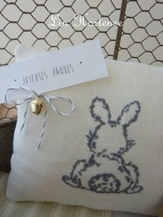 Spring Projects, First Baby, Monochrome, Stitch Patterns, Cross Stitch, Reusable Tote Bags, Easter, Couture, Stitches