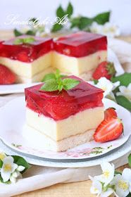 Raspberry jelly cheesecake is officially the healthiest cheesecake in the world! Complete with gut loving probiotics from homemade 24 hour yoghurt and healing amino acids from a premium gelatin. Jelly Cheesecake, Healthy Cheesecake, Homemade Yogurt Recipes, Jelly Desserts, Raspberry Sauce, Ketogenic Recipes, Food Processor Recipes, Baking, Sweet