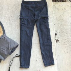 Lululemon utility leggings. Perfect for hiking. I have the same pants in green and in a size 4. I have no idea what the name is so all you Lululemon lovers please let me know the style name! Super thick material that's sure to keep you warm. These are a size 6. lululemon athletica Pants