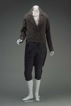 Black broadcloth suit with covered buttons, American c1810-1820. Museum of Fine Arts, Boston.