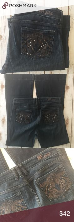 """KUT from the Kloth dark wash embellished pocket These are gorgeous jeans with cute pocket details. Perfect for fall and winter!  Measurements laying flat:  * Waist 16.5"""" * Inseam 32"""" * Rise 10""""  Condition/Flaws * Gently used, but still in excellent condition * No significant flaws (stains, rips, pilling)  Item # * RS125.170917 Kut from the Kloth Jeans"""