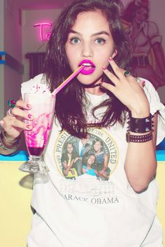Love the pink lip / punk look Fashion Shoot, Editorial Fashion, Photoshoot Inspiration, Style Inspiration, Photoshoot Ideas, Denim Tees, Punk Looks, Kinds Of Clothes, Photography Women