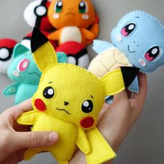 Based on unique author's handmade, safe materials.You're welcome with any custom requests.Basically made without keychain. Please, contact me if you need it. Festa Pokemon Go, Pokemon Party, Pokemon Craft, Pokemon Toy, Baby Pokemon, Pokemon Ornaments, Pikachu, Felt Crafts Patterns, Felt Gifts