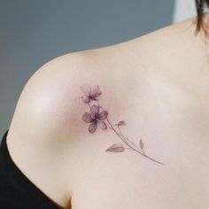 Flower Tattoo by 타투이스트. 타투이스트 꽃 artist works on women's tattoos and works exclusively for women. Continue Reading and for more Flower Tattoo designs → View Website Simple Flower Tattoo, Small Flower Tattoos, Flower Tattoo Shoulder, Dainty Tattoos, Feminine Tattoos, Pretty Tattoos, Beautiful Tattoos, Small Tattoos, Bone Tattoos