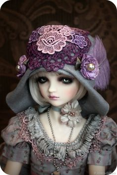 Fanciful Delights' BJD Flapper Hat Tutorial  http://bjdmagazine.com/2010/12/24/fanciful-delights-bjd-flapper-hat-tutorial/