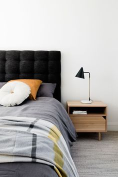 Stunning minimalist bedroom // navy blue tufted headboard