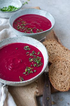 Beetroot soup with coconut milk and ginger - Hands-free - Healthy recipes - Sustainable lifestyle - Ingredients (For 4 persons) 800 grams of beetroot (raw) 200 grams of sweet potato 1 onion 2 cloves - # Delicious Dinner Recipes, Yummy Food, Beetroot Soup, Lunch Restaurants, Soup Recipes, Healthy Recipes, Lactose Free Recipes, Broccoli, Anti Inflammatory Recipes
