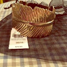 ☃Blizzard Special☃ NWT! Express gold leaf bracelet NWT!! Express shiny gold large leaf hinge bracelet! Express Jewelry Bracelets