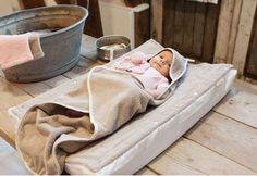 Koeka commodeovertrek badstof Venice, onder andere in de kleur tea rose. Aankleedkussenhoes + losse badstof lap voor het waskussen van je baby.
