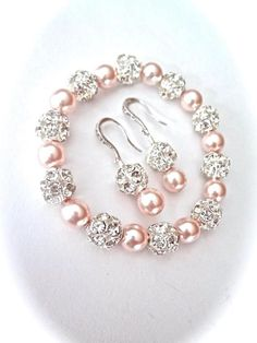 Pearl bracelet and earring set Chunky Swarovski pearls Sterling ear wires Gift For her a Bride Bridesmaids Bridal Wedding Jewelry SHARP Perle Armband und Ohrringe set Chunky Swarovski Perlen die Bridal Jewelry Sets, Bridal Earrings, Beaded Earrings, Wedding Jewelry, Bridal Jewellery, Bridal Sets, Gold Earrings, Bead Jewellery, Wire Jewelry