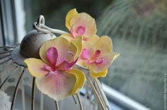 Купить Орхидея фаленопсис в виде шпильки для волос. - лимонный, шпилька для волос, орхидея фаленопсис
