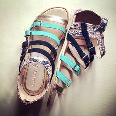 """""""Pamela"""" Negro-Jade hechas en piel de cabra #sandals #womenshoes #altaatelier #shoponline www.kichink.com/stores/altaatelier-store"""