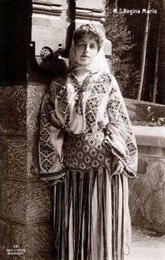 Regina Maria a României – Queen Marie of Romania Queen Mother, Queen Mary, My People, Marie, Statue, Costumes, Princess, History, Beautiful