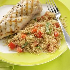 Tomato & Basil Couscous Salad Recipe -It's hard to believe that tossing a few pantry ingredients with summer's fresh best can yield such a lovely salad. Pair it with grilled lemon chicken for a light lunch. Salads For Picnics, Salads To Go, Summer Salads, Couscous Salad Recipes, Green Salad Recipes, Healthy Grains, Healthy Eating, Fresh Basil Recipes, Grilled Lemon Chicken