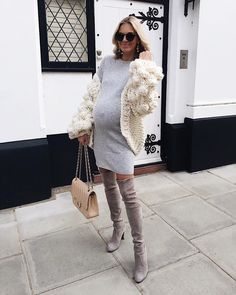 Superb Celebrity Maternity Clothes Ideas That Looks - Kläder - Winter Maternity Outfits, Stylish Maternity, Maternity Wear, Maternity Tops, Maternity Fashion, Pregnancy Fashion Winter, Fashion Maman, Pregnant Outfit, Pregnancy Looks