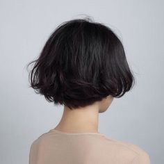 Amazing short bob haircuts for pretty women - Neue Frisuren Bob Haircuts For Women, Short Hairstyles For Thick Hair, Cute Short Haircuts, Pretty Hairstyles, Short Hair Cuts, Curly Hair Styles, Short Bob Thick Hair, Hairstyle Ideas, Short Black Hair