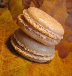 Macarons à la châtaigne et à la pomme - les meilleures recettes de cuisine d'Ôdélices  http://www.odelices.com/recette/macarons-a-la-chataigne-et-a-la-pomme-r968