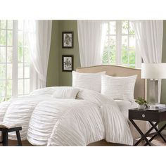 Eye-catching style meets comfort in the Madison Park Catalina cotton duvet cover set. The duvet cover features a cotton face with a soft cotton reverse, making it a chic and cozy addition to contemporary decor.