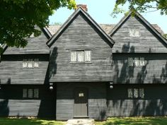 The Witch House: Only Remaining Building in Salem Directly Connected to the Witchcraft Trials of 1692 - Walls with Stories Example Of News, Essex Street, Salem Witch Trials, White Canopy, Most Haunted, Witch House, Still Standing, Historical Architecture, Massachusetts