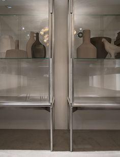 Detalle vitrina Galerist de muebles Lema