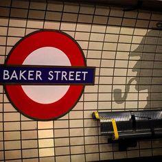 London - UK  #london #londres #uk #bakerstreet #sherlock #underground #tube #metro #riccardosouza #iphoneonly #travel #viaje #viagem #backpacking #station #tiles #travelblog #vacaciones #vacation #vacanze #londra #ferias #europe #europa #londoner #gems by riccardosouza