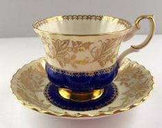 Royal Chelsea Chine thé tasse et soucoupe par NicerThanNewVintage