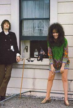 Grace Slick with Jefferson Airplane drummer Spencer Dryden - photo by Linda Eastman (McCartney)